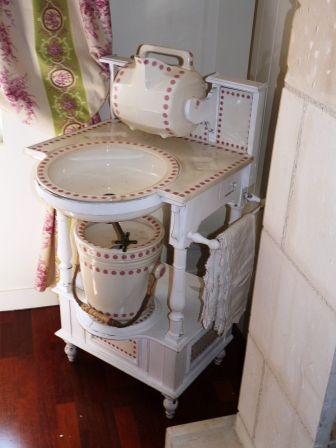 commode meuble de toilette pour chambre xixe art et antiques. Black Bedroom Furniture Sets. Home Design Ideas