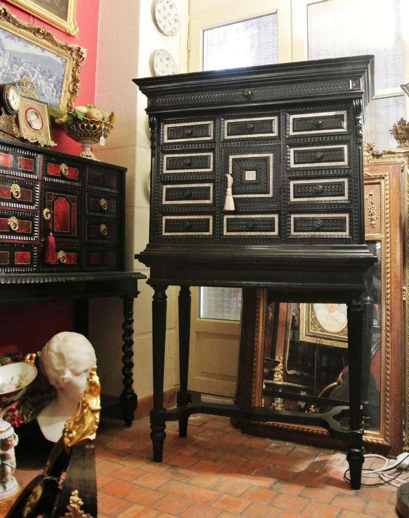 Cabinet du xviiie tiroirs multiples art et antiques for Meuble a tiroirs multiples