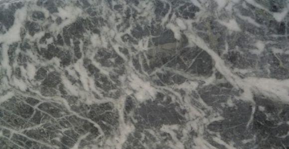 Détail du marbre Gris Saint Anne des Pyrenées